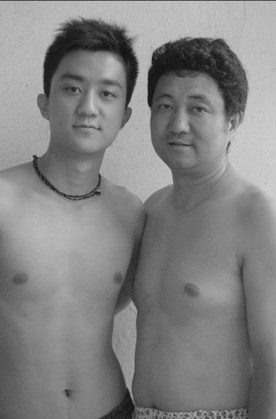 Năm 2006, Tian Li bước sang tuổi 20 còn người cha bước vào tuổi 47