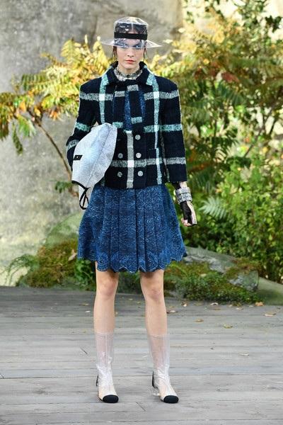 Chanel lăng xê chất liệu nhựa tại tuần lễ thời trang Paris - 11