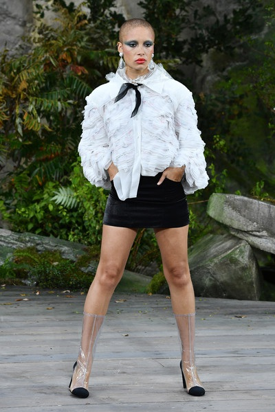 Chanel lăng xê chất liệu nhựa tại tuần lễ thời trang Paris - 17