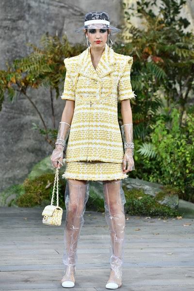 Chanel lăng xê chất liệu nhựa tại tuần lễ thời trang Paris - 21