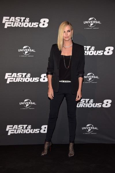 Charlize Theron sành điệu dự công chiếu Fast & Furious 8 - 5