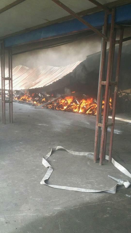 Hiện trường vụ cháy nhà để xe của công nhân nhà máy gang thép Việt Trung.