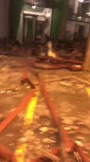 Đoạn video tuy ngắn nhưng cũng đủ cho thấy sức tàn phá khủng khiếp của vụ hỏa hoạn khiến ít nhất 17 người thiệt mạng tại tòa tháp 24 tầng này. (Ảnh: Dailymail)