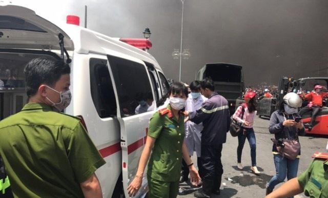 Xe cứu thương được điều đến hiện trường để cứu nạn cứu hộ