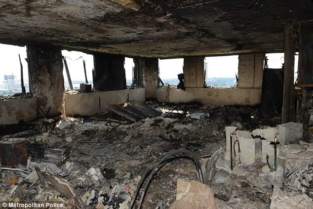 Cảnh đổ nát như vùng chiến sự bên trong tòa chung cư bị cháy. (Ảnh: Dailymail)