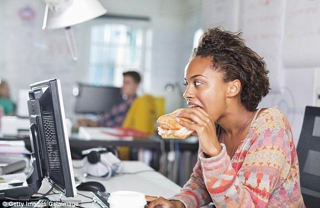 Chế độ ăn uống nghèo nàn có thể rút ngắn nhiều năm cuộc đời bạn do gây mất cân bằng đường ruột, kích thích viêm và suy yếu hệ miễn dịch