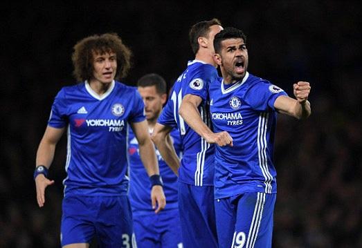 Costa (phải) có hai bàn thắng và một đường kiến tạo trong trận đấu gặp Southampton