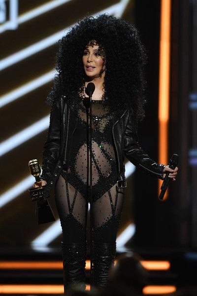 Nữ ca sỹ người Mỹ là một trong hiếm hoi các sao từng giành cả giải Oscar và Grammy