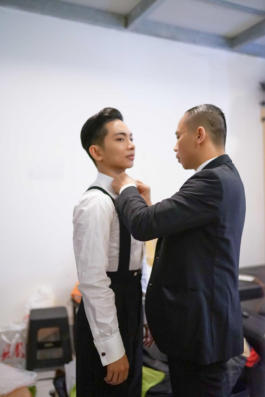 Chí Anh gây bất ngờ khi tận tình chăm sóc Phan Hiển - 1