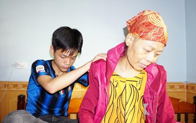 Mồ côi bố từ nhỏ, cậu bé Nguyễn Như Châu đang phải đối mặt với nỗi lo sợ mẹ em có thể ra đi bất cứ lúc nào