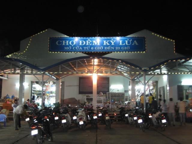 Du lịch Việt Nam qua những khu chợ đêm nổi tiếng - 3