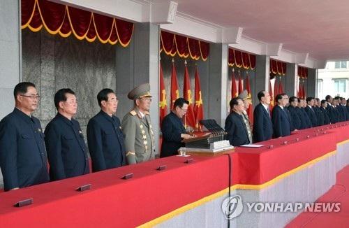 Ông Choe Ryong-hae (chính giữa, cạnh bục phát biểu) được coi là ngôi sao đang lên trên chính trường Triều Tiên. (Ảnh: Yonhap)