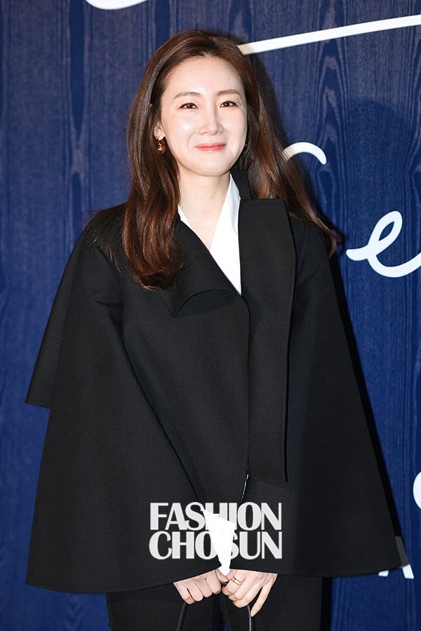 Thời gian này, không tham gia đóng phim hay góp mặt các sự kiện, Choi Ji Woo dành thời gian cho người thân, đi du lịch hoặc đọc sách. Cuộc sống của cô khá kín tiếng.