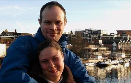 Chris và Kirsty cùng bị mất việc và trở thành người vô gia cư
