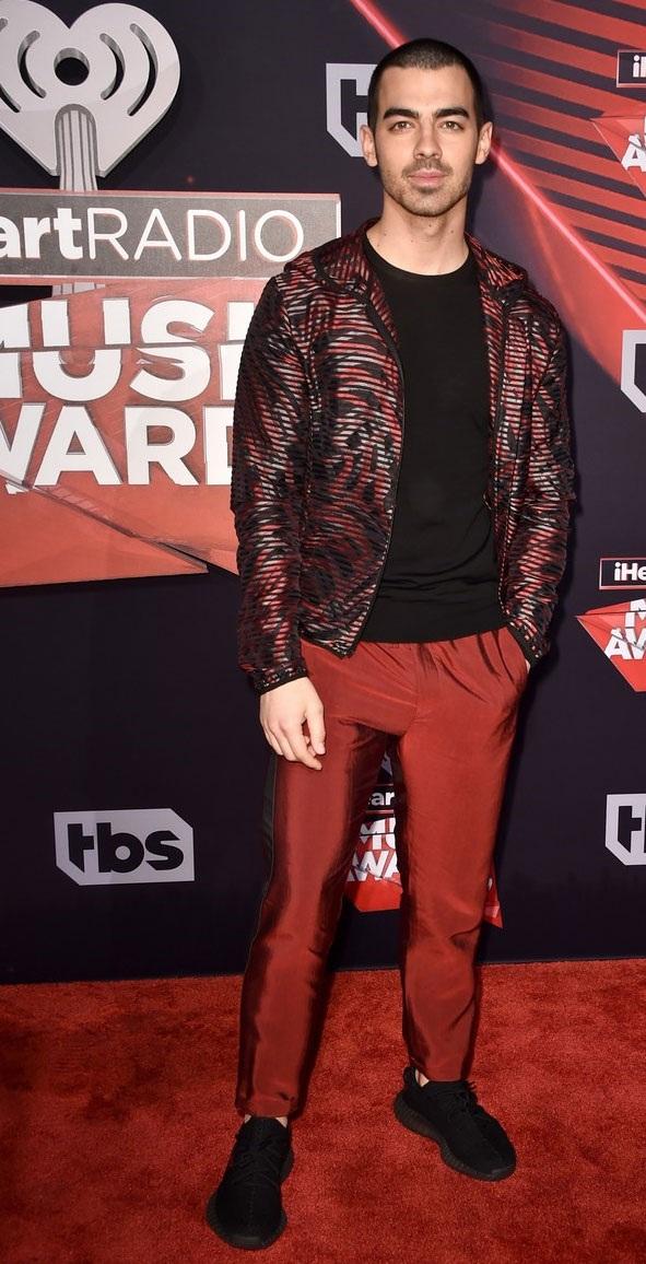 Joe Jonas tới dự một mình.