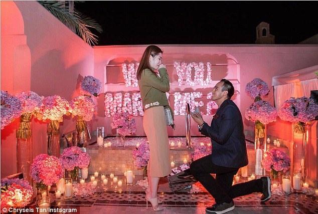 Cô nhận lời cầu hôn của bạn trai lâu năm, cũng là một con trai của tỷ phú người Malaysia