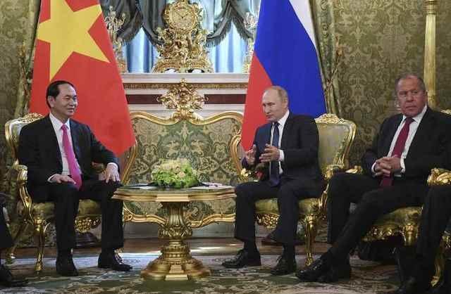 Chủ tịch nước Trần Đại Quang và Tổng thống Vladimir Putin đã trao đổi ý kiến và thống nhất nhiều biện pháp thúc đẩy hợp tác song phương trên một loạt các lĩnh vực, bày tỏ quyết tâm tăng cường quan hệ Đối tác chiến lược toàn diện Việt - Nga, đáp ứng lợi ích lâu dài của hai nước. (Ảnh: Reuters)