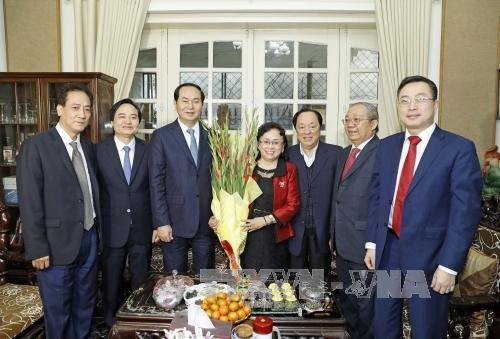 Chủ tịch nước Trần Đại Quang chúc Tết giáo sư-nhà giáo nhân dân Trần Thu Hà và gia đình