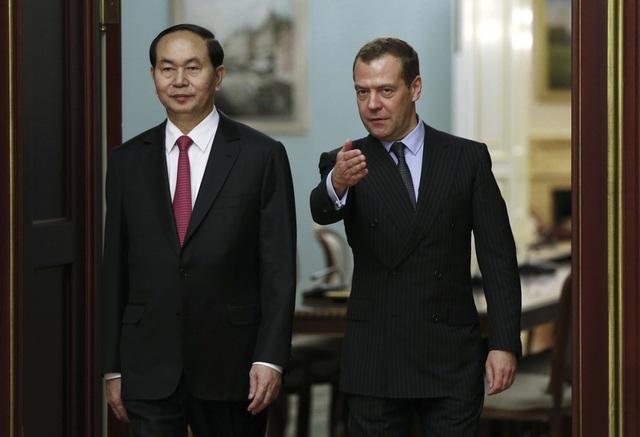 Tại cuộc hội kiến, Chủ tịch nước Trần Đại Quang và Thủ tướng Dmitry Medvedev cùng khẳng định quyết tâm tăng cường quan hệ Đối tác chiến lược toàn diện giữa hai nước lên một tầm cao mới; trao đổi và thống nhất các biện pháp nhằm thúc đẩy và làm sâu sắc hơn quan hệ hợp tác song phương. (Ảnh: AFP)