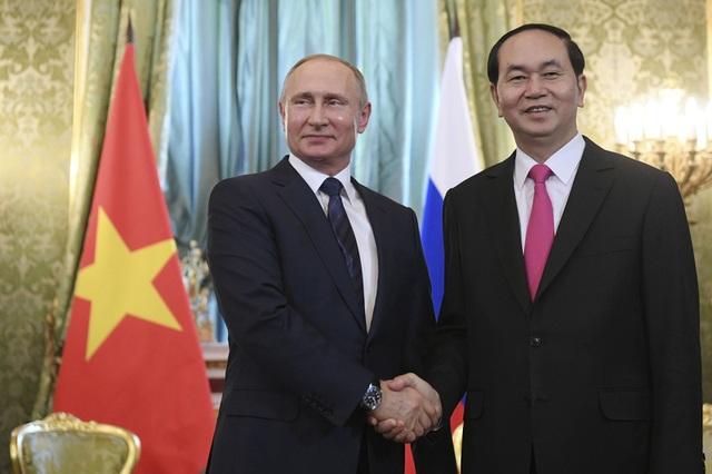 Chủ tịch nước Trần Đại Quang và Tổng thống Nga Vladimir Putin bắt tay trong cuộc hội đàm tại điện Kremlin ở thủ đô Moscow chiều ngày 29/6 (Ảnh: Reuters)