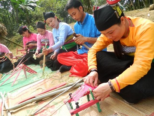 Người Mường ở Cao Ngọc, Ngọc Lặc (Thanh Hóa) đang chuẩn bị cho buổi lễ Pồn Poông