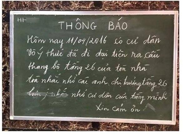 Tấm biển thông báo của BQL tại một chung cư Linh Đàm khiến nhiều người ngao ngán