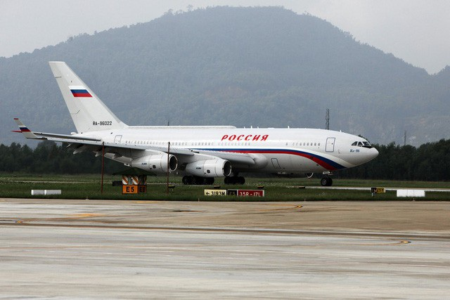 Chuyên cơ đưa Tổng thống Putin tới hội nghị cấp cao APEC hạ cánh tại sân bay Đà Nẵng, Việt Nam ngày 10/11/2017 (Ảnh: Quý Đoàn)