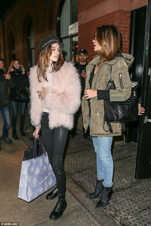 Chân dài đình đám thập niên 90 và con gái là khách VIP trong nhiều sự kiện tại tuần lễ thời trang New York đang diễn ra