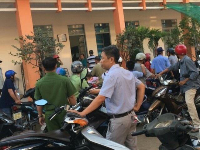 Cơ quan công an phải can thiệp để mở khóa cổng trường
