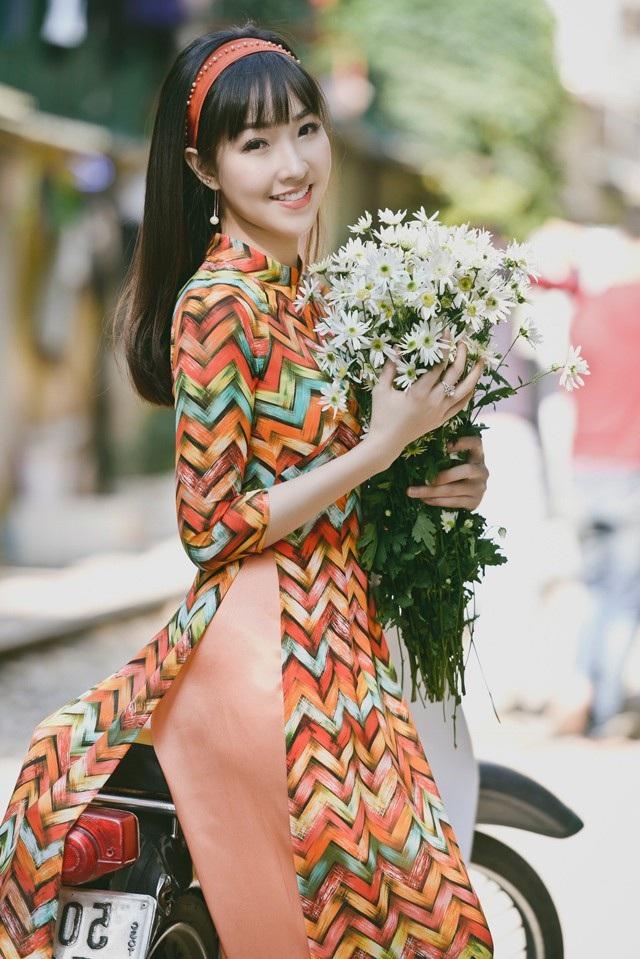 Có thể thấy, dù trong bất kỳ thời điểm nào, con gái Việt Nam đẹp nhất luôn là lúc diện tà áo dài truyền thống, gắn nhiều với tiến trình lịch sử. Và chắc chắn rằng, sẽ ngày càng có nhiều cô gái lựa chọn áo dài để diện khi tham gia vào những sự kiện từ quan trọng đến bình bị trong cuộc sống.