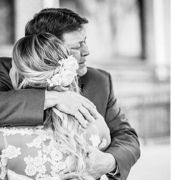 Cảm xúc của cha lần đầu nhìn con gái trong chiếc áo cô dâu - 7
