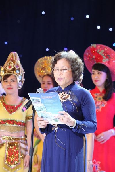 Nhà giáo Ưu tú Nguyễn Thị Hiền, Chủ tịch HĐQT, Hiệu trưởng nhà trường.