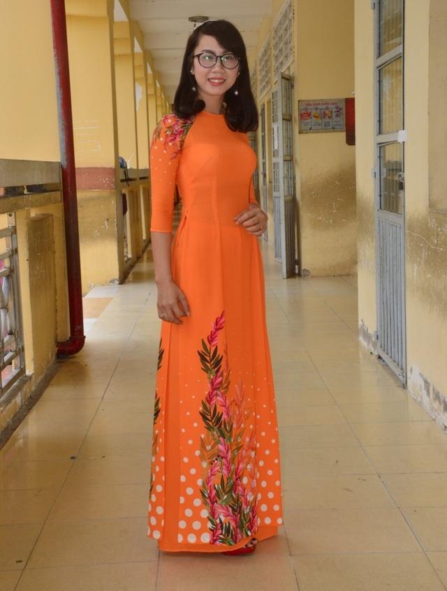 Cô Nguyễn Thị Diệu rất duyên dáng.