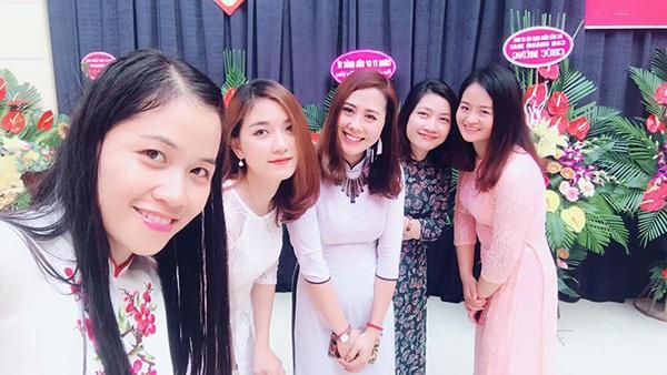 Các cô giáo trường Tân Định là bạn đồng nghiệp với cô Ngân.
