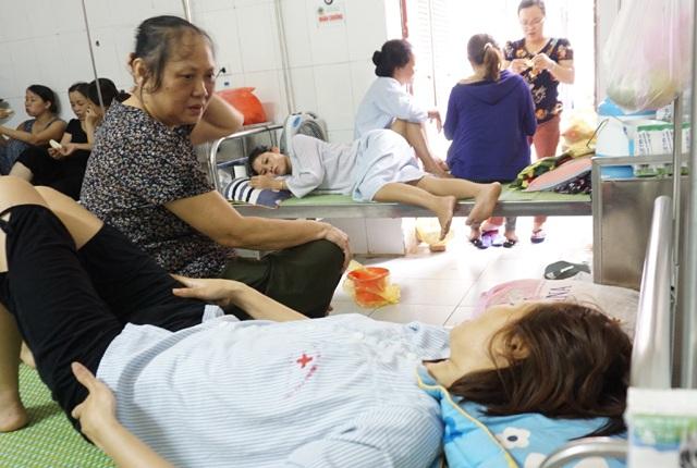 Cô Lưu Mai Yến hiện đang được điều trị sau ca phẫu thuật cắt bỏ tử cung tại Bệnh viện đa khoa Nghệ An (ảnh chụp ngày 23/9)