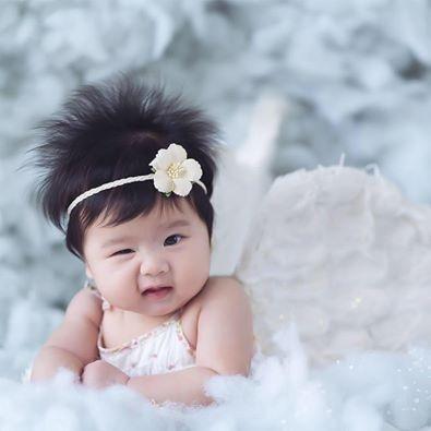 Và món quà đặc biệt mà chồng Vân Trang dành cho vợ đó là cho phép nữa diễn viên chia sẻ hình ảnh con gái của mình để khoe món quà lớn nhất có được từ tình yêu của cả hai.