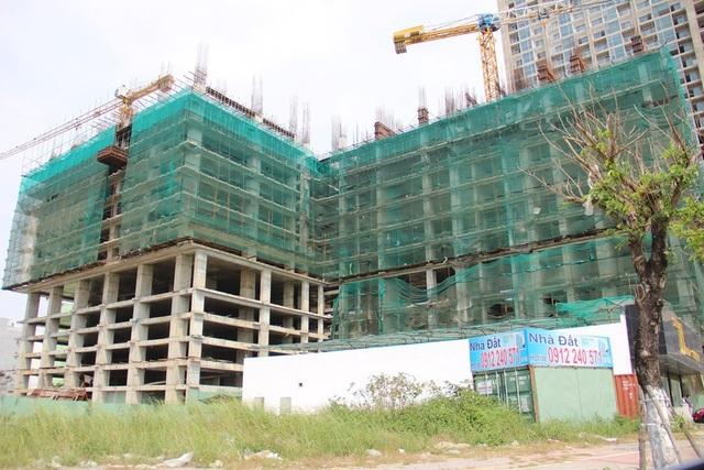 Chánh Thanh tra Sở xây dựng Đà Nẵng bị kỷ luật khiển trách do để xảy ra các công trình xây dựng trái phép và không phép mà báo chí, người dân phát hiện trong thời gian qua