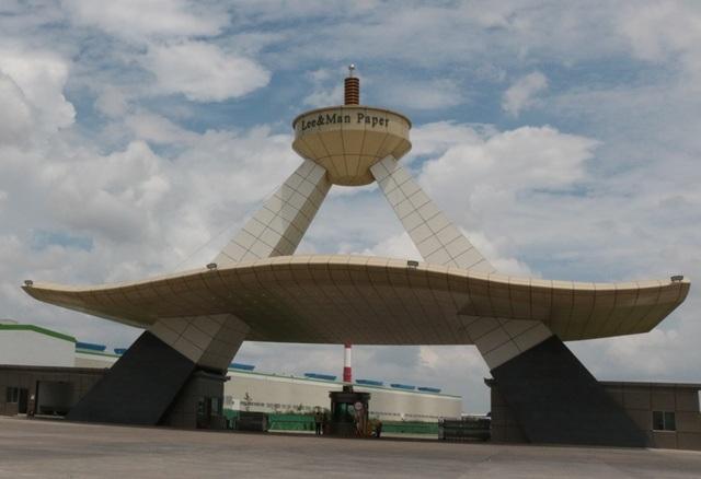 Cổng chính của nhà máy giấy Lee & Man tại Hậu Giang