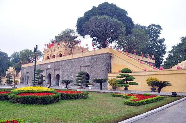 Đoan Môn - cổng chính dẫn vào Hoàn thành Thăng Long khác lạ trong màu áo mới