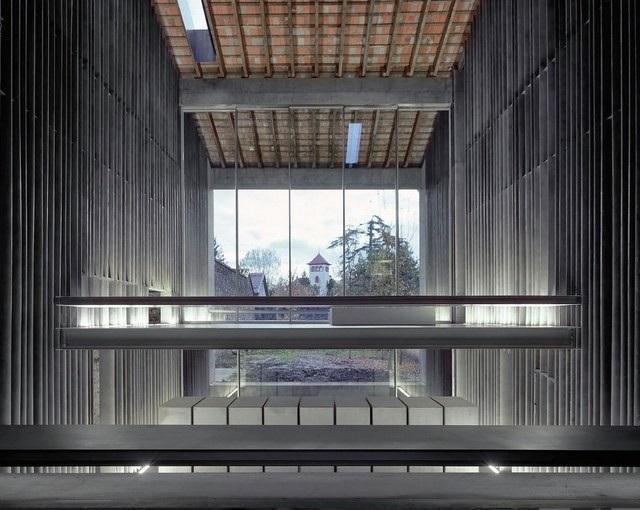 Bằng khả năng không có giới hạn của mình các kiến trúc sư đã giúp một công trình cổ không còn giá trị sử dụng hóa thành một ngôi nhà ở dân dụng với thiết kế đầy ấn tượng.