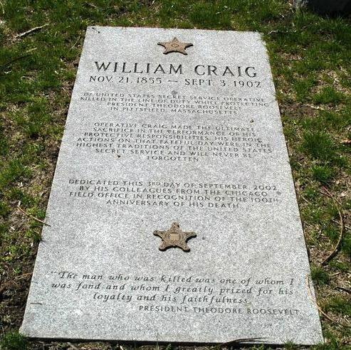 Mộ phần của ông William Craig với dòng đề tặng của Tổng thống Theodore Roosevelt tại nghĩa trang Oak Woods, Chicago. (Ảnh: Square space)