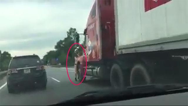 Hình ảnh CSGT tại Hà Tĩnh bị xe container cố tình tông trọng thương chiều 30/6
