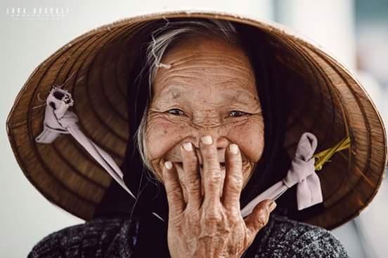 Nụ cười yêu đời của cụ bà thu gom giấy vụn ở Đà Lạt - 2