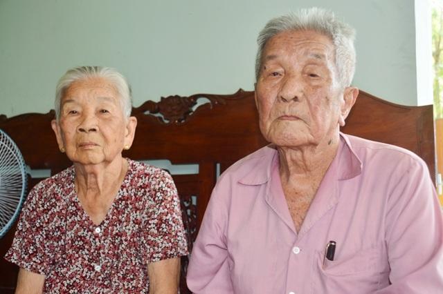 Cụ Huỳnh Văn Quới và vợ.