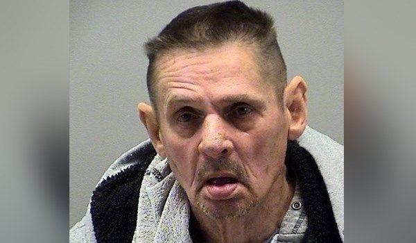 Gary Earls, 71 tuổi, bị bắt với cáo buộc cưỡng hiếp cụ bà 95 tuổi sống chung nhà dưỡng lão.