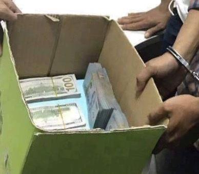 Chân dung đối tượng cướp ngân hàng và tang vật do công an thu giữ.