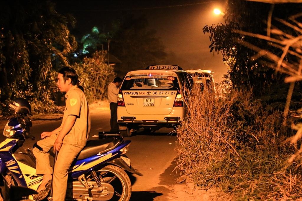 Thuê taxi chở đến chỗ vắng người, kề dao cướp của tài xế - 1
