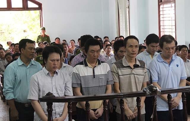Các bị cáo tại ngày đầu của phiên xét xử sơ thẩm
