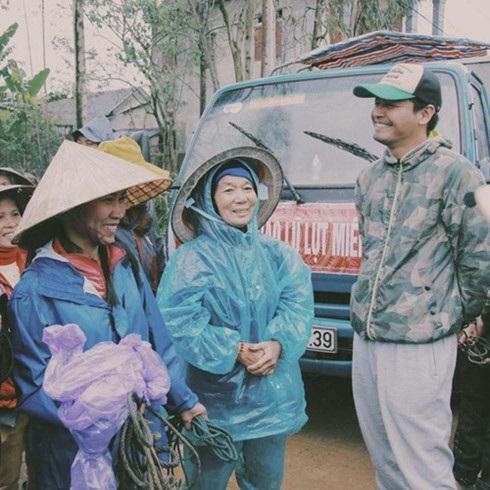 Hình ảnh nghệ sĩ Việt trong những chuyến từ thiện cuối năm - 1