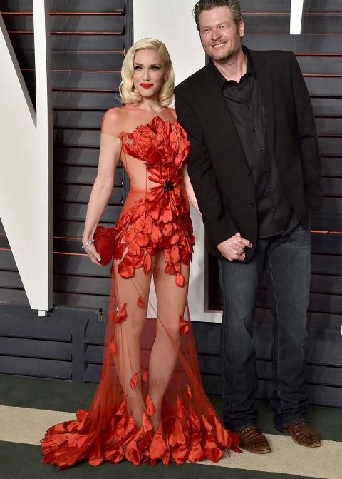 Gwen Stefani - U50 - qua 3 lần sinh nở nhưng vẫn không giảm độ hot, trong ảnh, cô diện váy đỏ rực Yanina Couture
